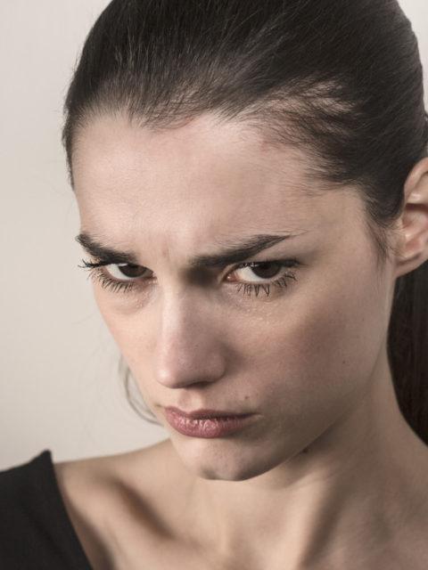 E ftova kunaten me burr per vitin e ri , Burri i saj me ngacmojke me jepke sinjale provokuese po ashtu te nesermen i tregova
