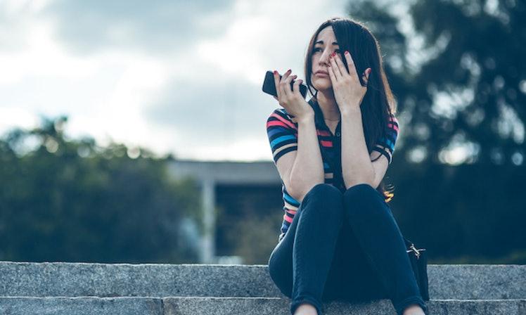 Shoqja ime esht shum e mire e ndihmon familjen time por me akuzon se kam lidhje me te dashurin e saj , Nuk po di se si te ja vertetoj qe nuk kam asgje me te dhe