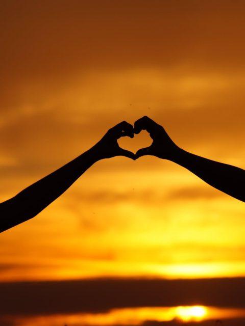 Njerka na ka dashur dhe esht kujdesur per ne shum mire,Edhe ne e respektojme dhe e dojme shume