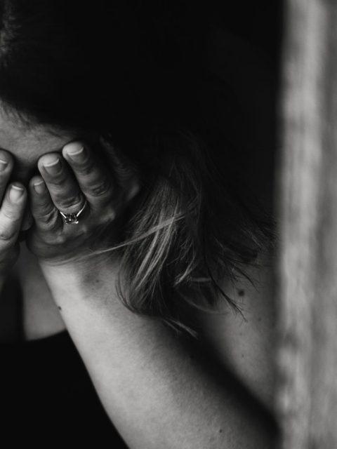 Burrin e lash fillova lidhjen me nje tjeter te martuar,Femijet nuk me flasin kerceva nga banesa qe